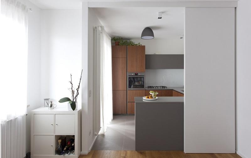 Cucina con pannelli separatori
